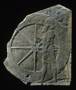 Fragment van een reliëf met wagen. Foto en collectie: Musée du Louvre, Parijs (AO 2254)