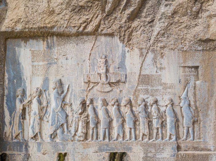 Overwinningsreliëf van koning Darius I, ca. 520 v. Chr., Bisotun.